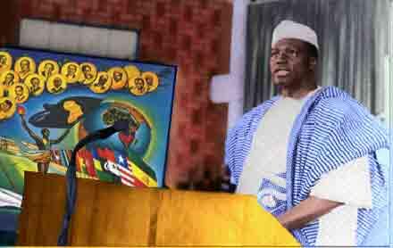 Modibo Keita à la tribune au premier sommet de l'organisation de l'unité  Africaine.