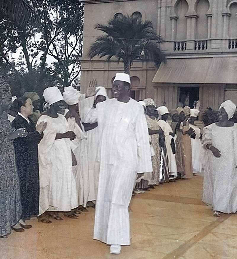 Modibo Keita reçois les maliennes