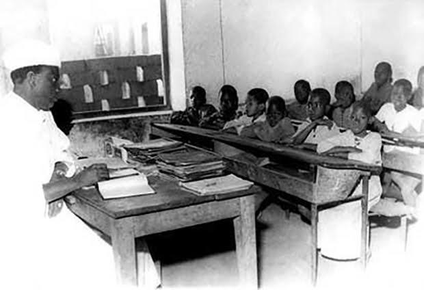 Modibo Keita instituteur