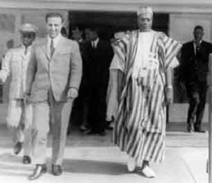 Modibo Keita et le président algérien, A. Ben Bella qu'il a soutenu pendant la guerre de libération nationale de l'Algérie